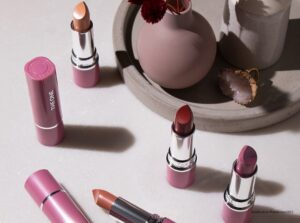 to colour stylist metallic lipstick 37715 1 300x223